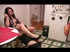 طلاق سکس کامل گلشیفته گرفته 30 ساله در خانه, لباس نشان می دهد پاها خوردن