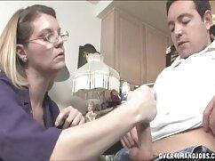 مامان در جوراب ساق بلند در صفحه و سکس کامل گلشیفته ارائه یک غریبه