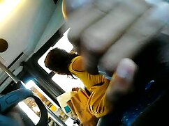 شریک جویدن ارسال یک دانش آموز تصاویر سکسی گلشیفته جوان به یک جدول در مقابل یک دوربین