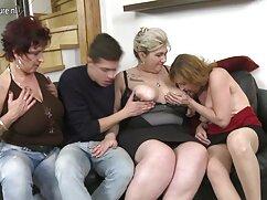 بالغ در جوراب ساق بلند سفید با سرطان در یک صندلی گلشیفته فراهانیسکسی و شوهرش mengepalkannya با دو دست